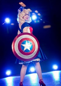 Cosplay-Cover: Stephanie Grace Rogers [Ball gown]