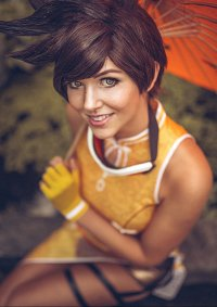 Cosplay-Cover: Tracer [Embroidery Cheongsam Dress]